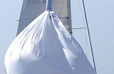 How to hoist and douse a spinnaker and gennaker