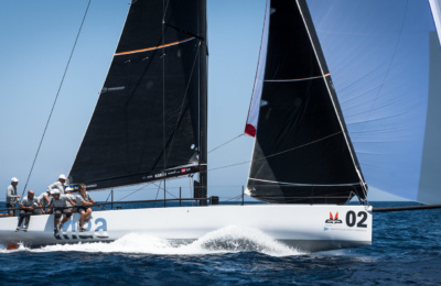Why Are Racing Sails Black? thumbnail